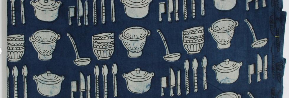 Tissu au mètre voile de coton motif ustensiles cusine crème fond bleu indigo imprimé block print
