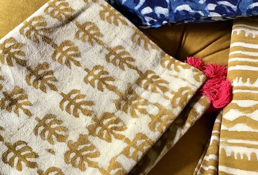 Housse de coussin jaune safran/motifs flocons/tissu batik h