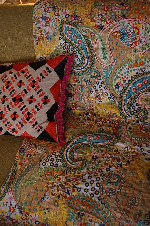 Plaid/vintage/bobo-chic/couvre lit/caravane/collection/Paris/Jamini/tissus/linge/shibori/plaid/Arles/bordeaux/Figeac