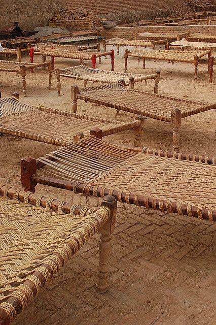 Le lit indien traditionnel/ des tissagesdifférents.