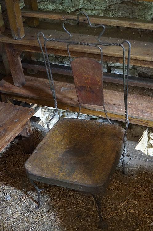 meubles brocante figeac/chaises-métal/meuble industriel/meubles indiens/fauteuil métal inde/siege torsadé inde/meubles Paris