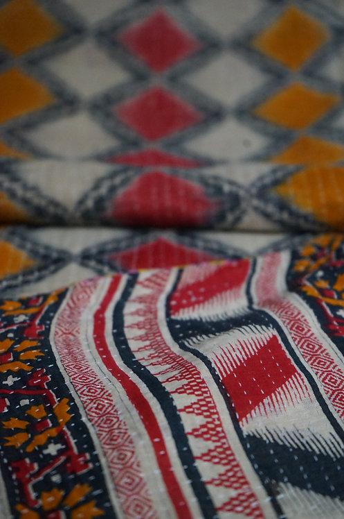 plaid ancien/bouti ancien Inde/couvre lit vintage/bout de lit/ jeté de lit courtepointe/quilted bed throw/plaid vintage/plaid