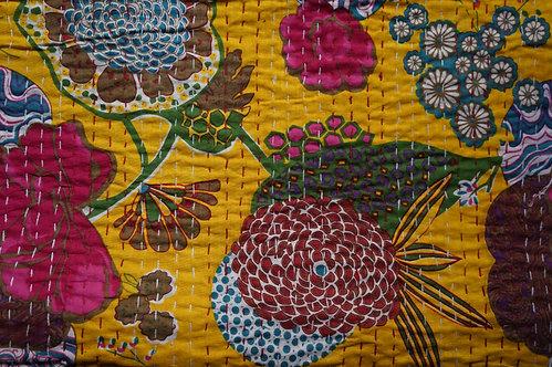 Couvre lit (bedcover) motif fleurs et fruits jaune d'or