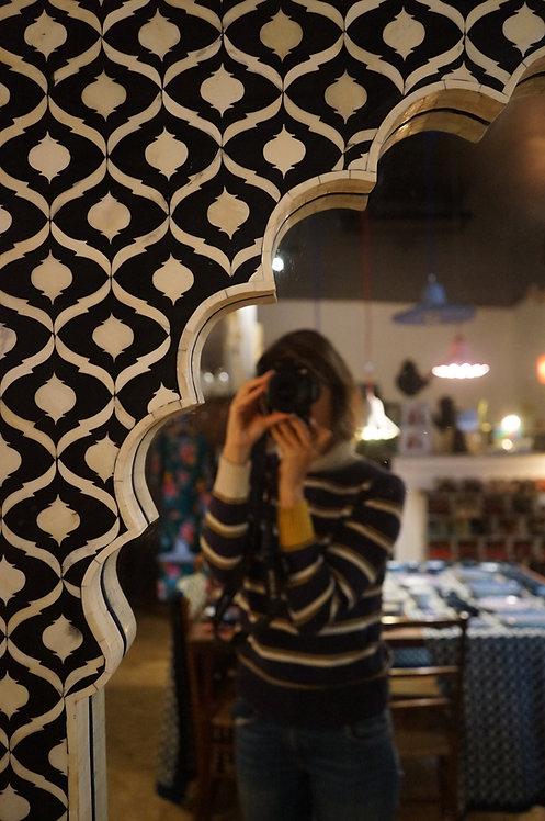 brocante Figeac/meubles indus/meuble de métier/miroir os/grand miroir noir et blanc/miroir oriental/miroir indien/meuble inde
