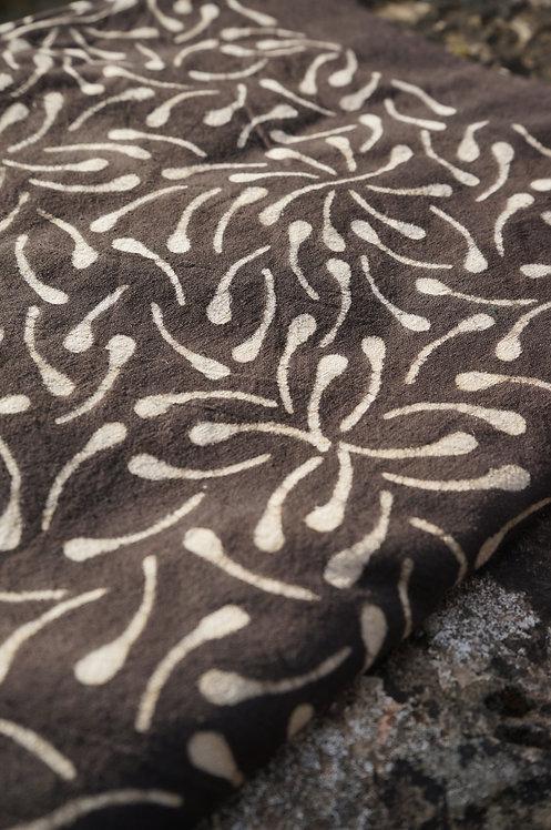 couverture/tissu/batik/rouge/bleu indigo/ocre/shibori/nappe/rideau/couvre-lit/tenture/jaune/noir/coton/Toulouse/Paris/Cahors