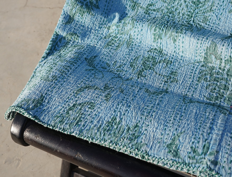 Couvre lit (bedcover) motif fleurs vintage retro tons bleus