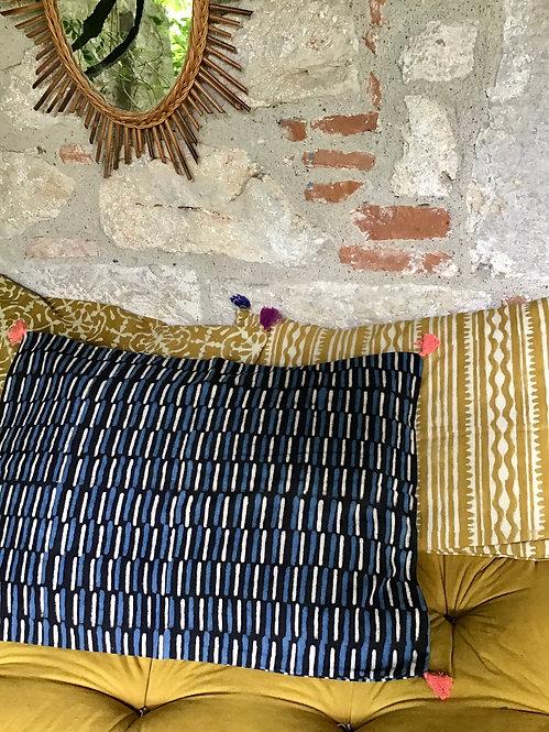 coussin rouge/coussin noir et blanc/coussin handblock/coussin tissu indien/meubles indiens/charpoy/lit indien/matelas charpoy
