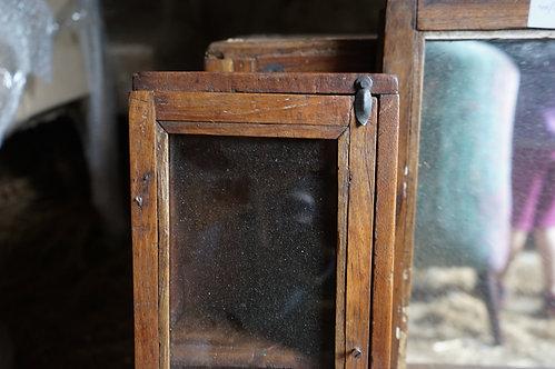 brocante/Figeac/meubles/bois/indus/industriel/Inde/miroir/table-de-nuit/meuble-bois/Paris/sculpture/Cahors/Lot/artiste