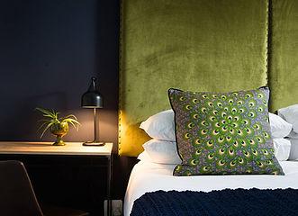 hotel twice central mobilier vert tendance elle decoration  article