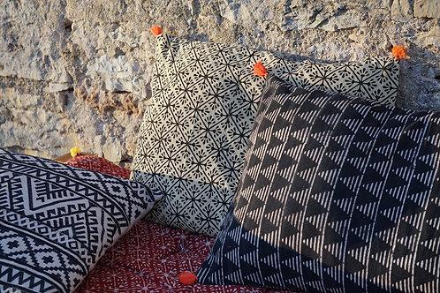 coussin rayé/coussin noir et blanc/coussin handblock/coussin tissu indien/meubles indiens/charpoy/lit indien/matelas charpoy/