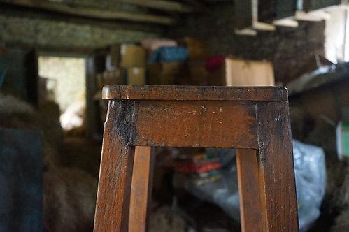 brocante/Figeac/meubles/bois/indus/industriel/Inde/socle/trépied/socle-bois/Paris/sculpture/socle-atelier/Cahors/Toulouse/Lot
