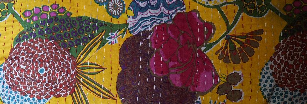 couvre lit figeac/couvre lit fleurs bordeaux/London/Figeac/Cahors/tissu fleurs/printemps/shop/cushions/déco