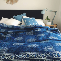 couvre lit indigo motif floral