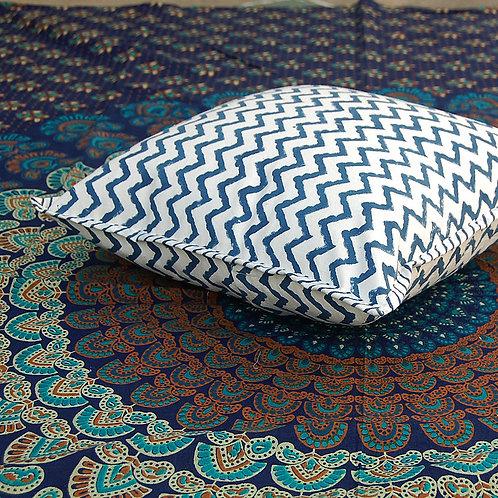 coussin bleu blanc Square Canvas Sofa/Bed Cushion Covers Pillow la maison générale boutique Merci Paris linge de maison