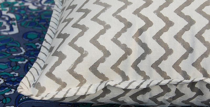 coussin gris Square Canvas Sofa/Bed Cushion Covers Pillow la maison générale boutique Merci Paris linge de maison géométrie