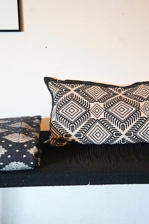 Housse de coussin noir et blanc long (Pilow cover black and white)