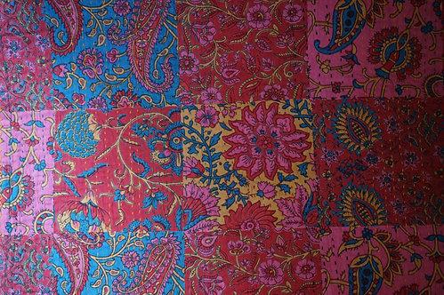 Bedspreads/Heal's fabrics/Jamini//coussins/tissus/plaid/Paris/London/Figeac/Cahors/oiseaux/printemps/shop/cushions/déco