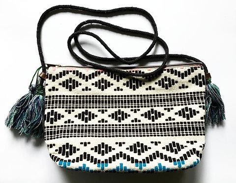 Sac à main brodé avec ponpons/sac boheme chic/sac ethnic chic