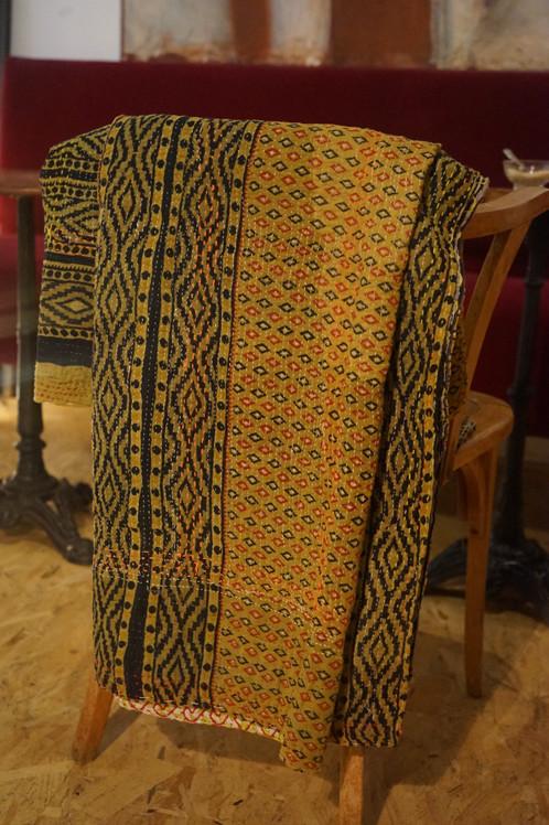 couvre lit plaid ou jet de lit vintage 287 boh me chic vendu cafe boutique tissus couvre. Black Bedroom Furniture Sets. Home Design Ideas