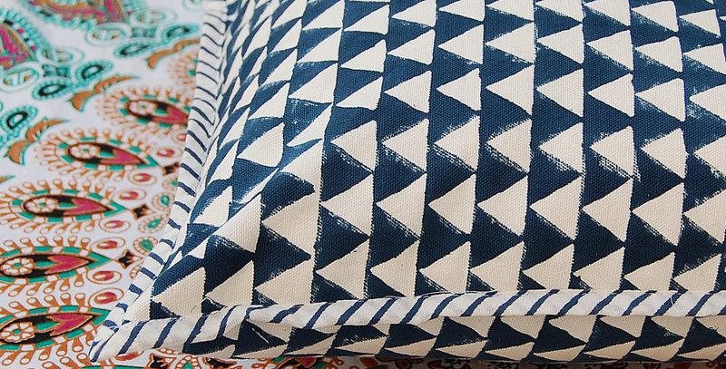 coussin imprimé bleu Square Canvas Sofa/Bed Cushion Covers Pillow la maison générale boutique Merci Paris linge de maison