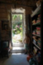 tissus indiens vintage/plaids vintage/couvre lit indien/boutis/edredons coton/banquettes indiennes/charpoys/charpoy/meuble indus/mobilier industriel/patines anciennes/meubles vintage/artisanat indien/poteries bishnoi/tableaux et bibelots, expositions artistes, prêt à porter fabriqué par nos mobilier indien/créations maison /carnets à dessin/notebook/poufs/affiches cinema indien/