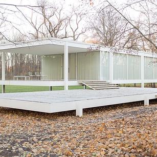FavBuildingFriday: Farnsworth House designed by Mies van der Rohe