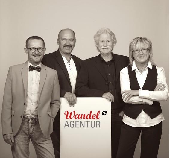 Die vier Köpfe der neuen genossenschaftlich organisierten Wan-del-Agentur (von links nach rechts): Horst Lempart (Führungs-coach), Ralf Hoffmann (Vorstand und Strategieberater), Tom Moog (Markenberater) und Michaela Feger-Escher (Koordination)
