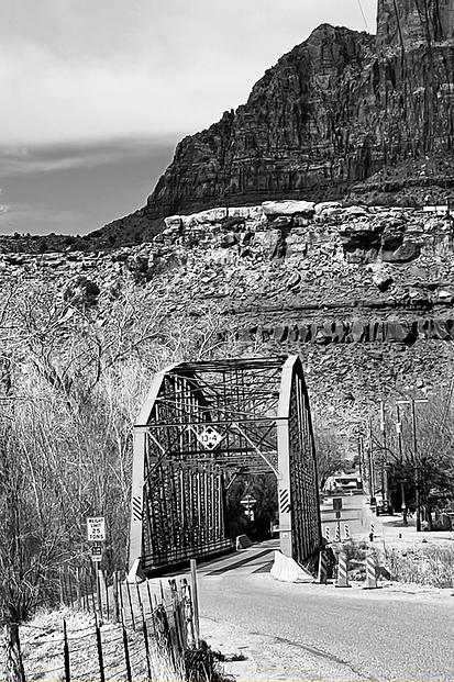 bridgeNoir.HEIC
