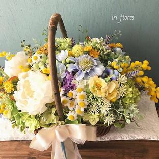 Happy wedding!!_・_花嫁様の好きなお花、芍薬を入れた #かごブー