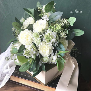 Green×white bouquet.jpg