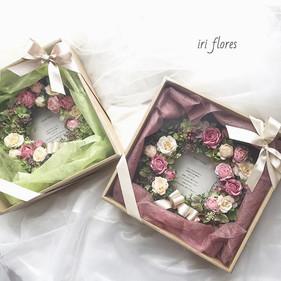Special gifts, Pair wreaths.jpg