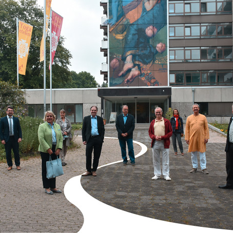 HB im Gespräch mit Yoga Vidya und der FDP