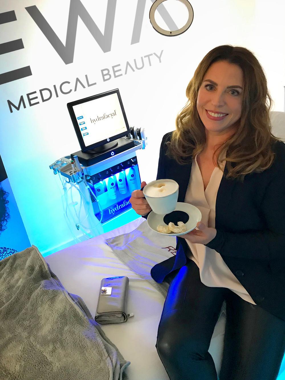 Dr. Cornelia Fischer–Grimm liebt ihr 6er Abonnement Hydrafacial in München bei EWA MEDICAL BEAUTY, Ludwigsvorstadt. EWA MEDICAL BEAUTY ist der Standort für REVIDERM Kosmetik und Hydrafacial in München.