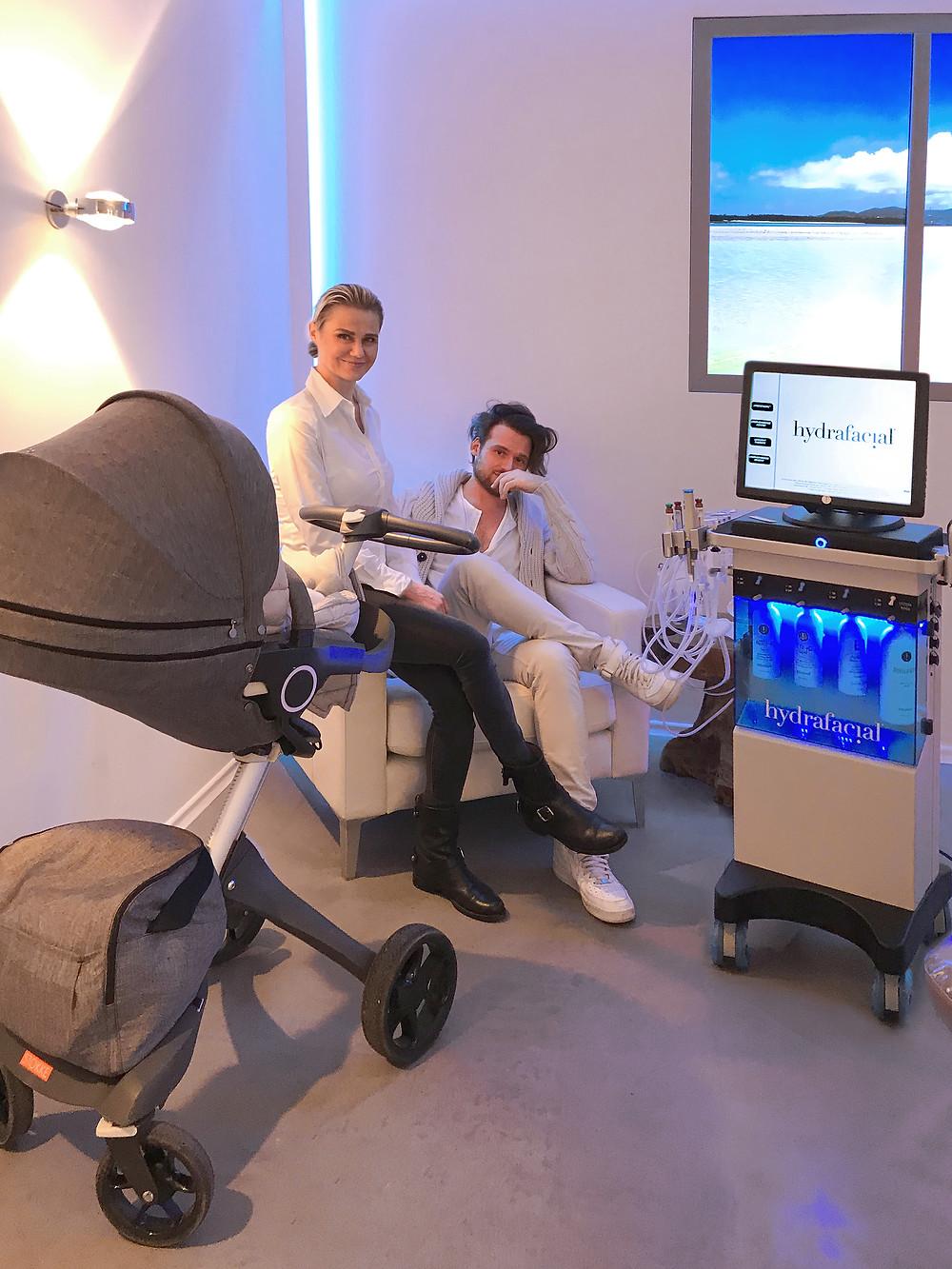 Bei EWA MEDIACAL BEAUTY, deinem Hydrafacialist in München, bist du mit deinem Baby oder Kind immer herzlich willkommen! Hydrafacial, IS Clinical und Reviderm Kosmetik in München.