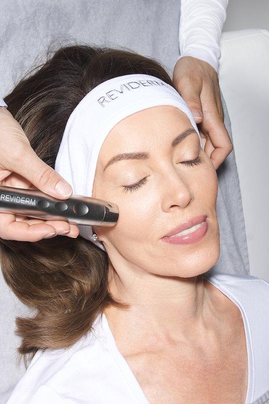 CellJet Ultraschall Ewa Medical Beauty München. Hydrafacial, iS Clinical, Reviderm Kosmetik München. Foto: Manuel Jacob