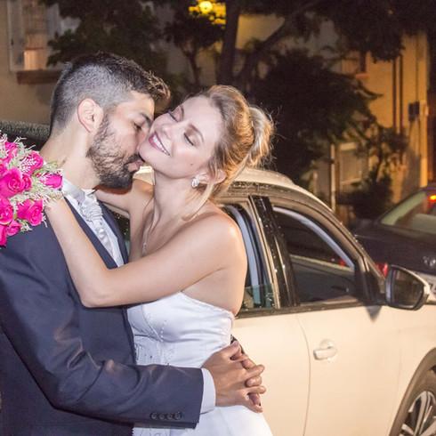Casal casando