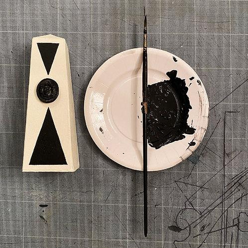 Petit obélisque blanc cassé | Little Off White Obelisk