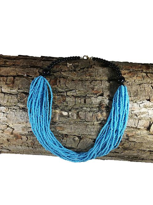 Collier de perles bleues