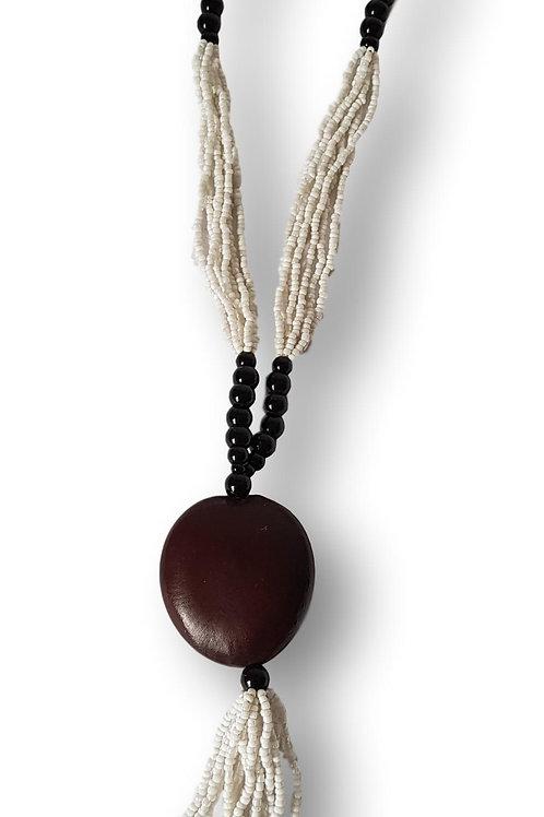 Collier de perles blanches Noires