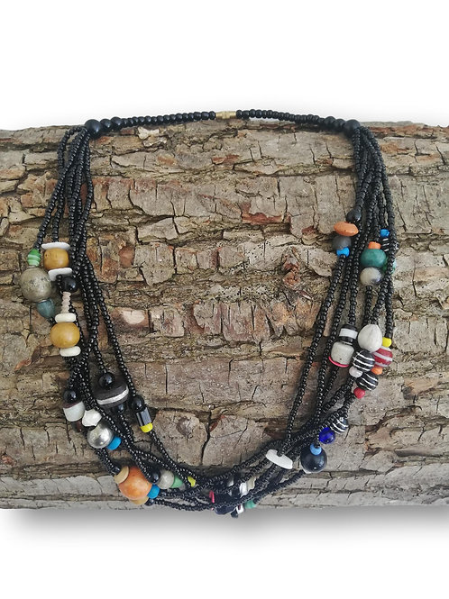 Collier de perles multicolores