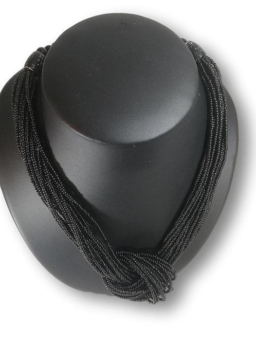 Collier de perles noires à nœud