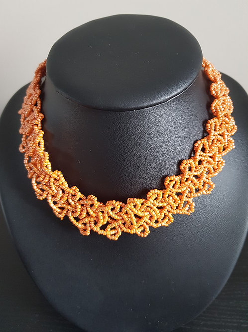 Collier de perles orange ras du cou