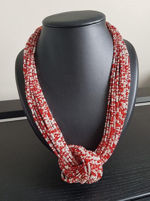 Collier de perles rouges et blanches à nœud