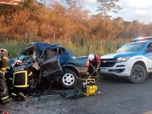 Colisão entre caminhonete e carro de passeio provoca morte de uma pessoa na BA-447