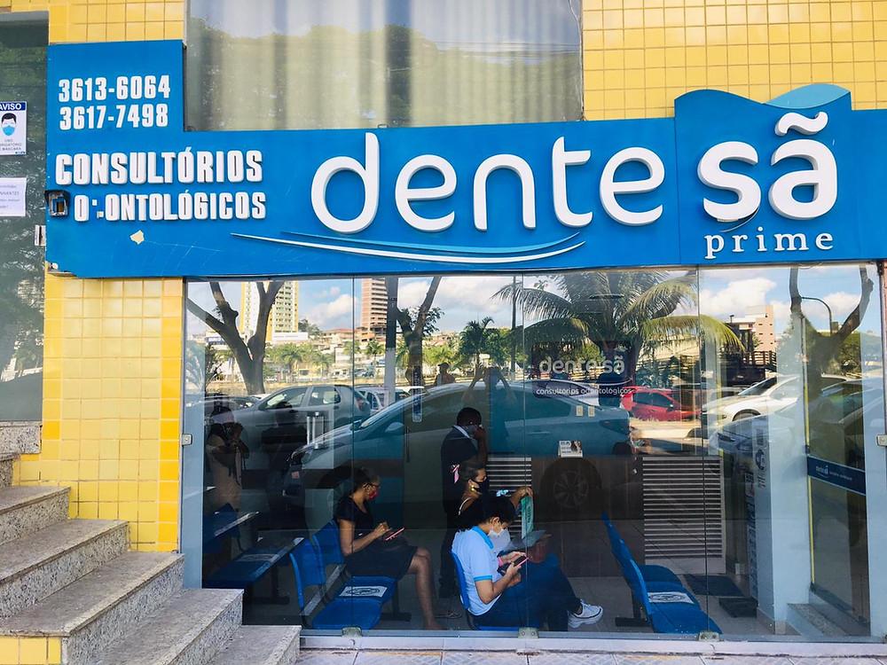 Frente da Clínica Dente Sã em Itbuna