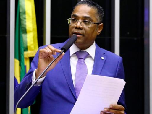 Márcio Marinho cobra posicionamento do governo brasileiro após deportações arbitrárias da Angola