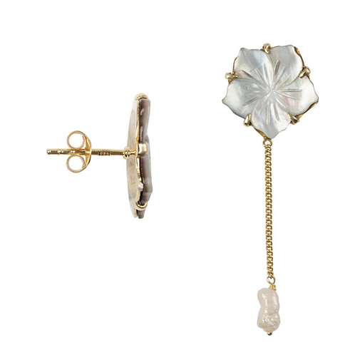 Betty Bogaers - Shell Flower Stud Pearl Chain Earring Gold Plated
