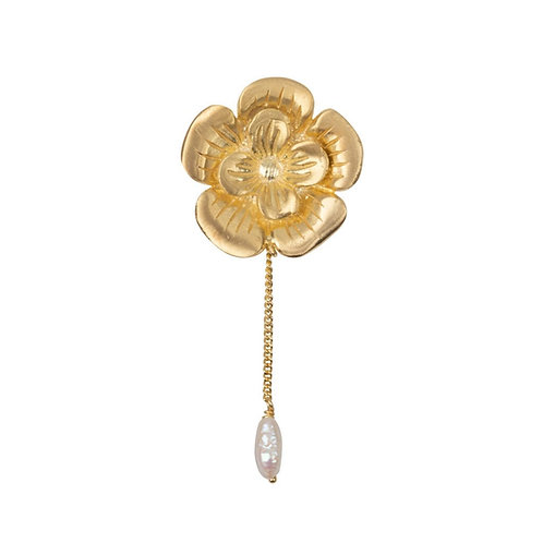 Betty Bogaers - Poppy Flower Stud and Pearl Chain Earring Gold Plated (SINGLE)