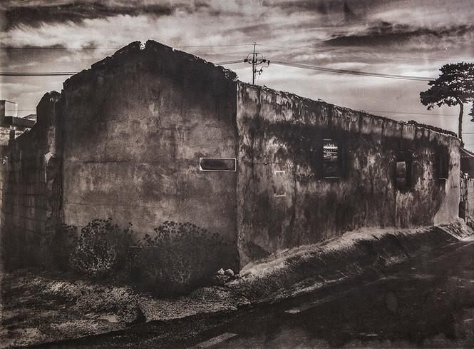 Black House#01_78X106cm_Van Dyke Brown P