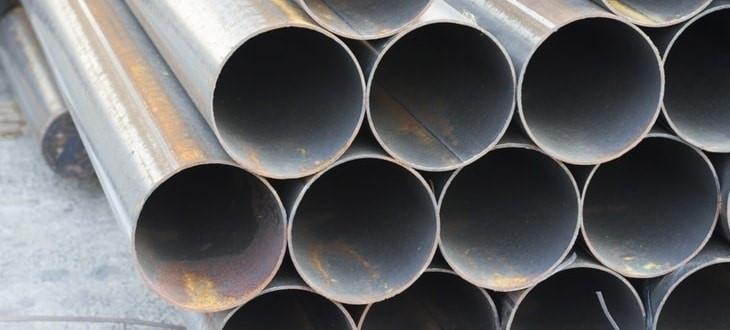Figura 2 – Tubos de aço inoxidável expostos ao ar com o produto de corrosão característico do ferro sobre a superfície